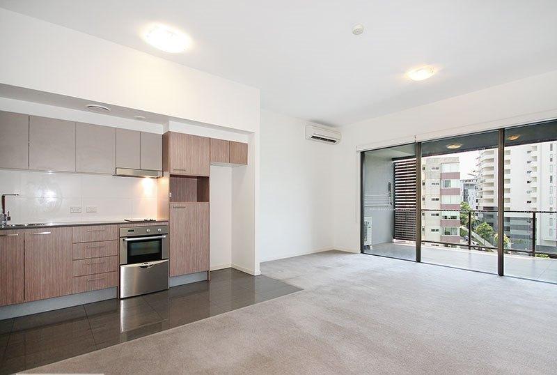 One Bedroom Top Floor Apartment Unfurnished Kelvin Grove Id 333